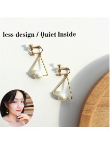 RAT1230 - Aksesoris Hijab Anting Jepit / Clip Triangle Sweet Pearl Earring